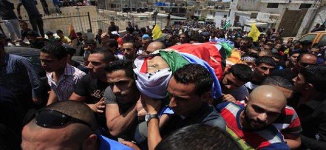 Nablus Halkı Şehidini Son Yolculuğuna Uğurladı