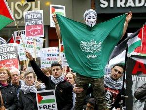 Siyonist İsrail'in Şiddeti Londra'da Protesto Edildi