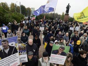 Rusya'nın Suriye Politikası Moskova'da Protesto Edildi