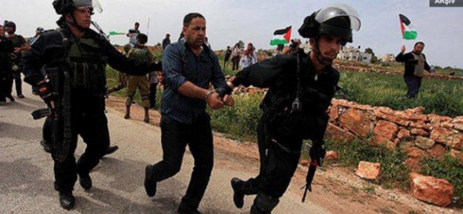 Siyonistler Hamas'ın Milletvekilini Gözaltına Aldı