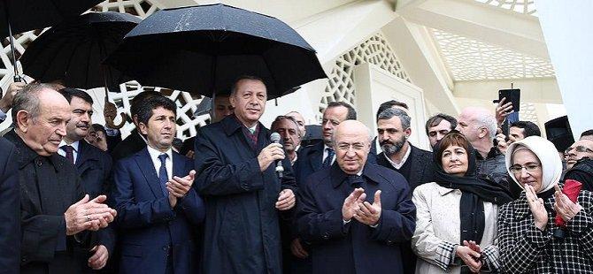 Marmara Üniversitesi İlahiyat Fakültesi Camisi İbadete Açıldı