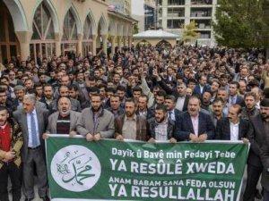 Peygamber'e Hakaret Afişleri Van'da Protesto Edildi