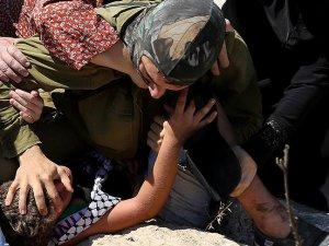 Siyonist İsrail'in Filistinli Çocuklara Zulmü Sürüyor