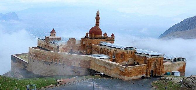 İshak Paşa Camisi 100 Yıl Sonra İbadete Açıldı