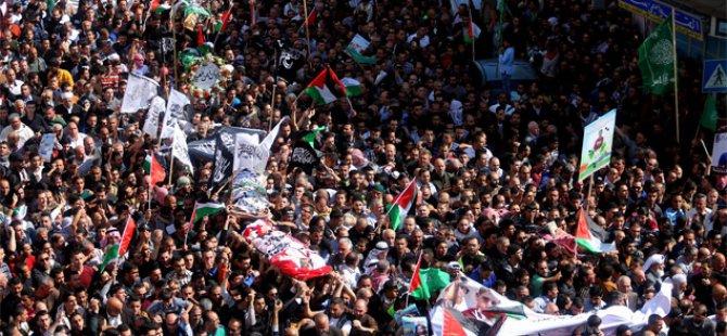 Batı Şeria'da Şehit Edilen 7 Filistinli İçin Cenaze Töreni