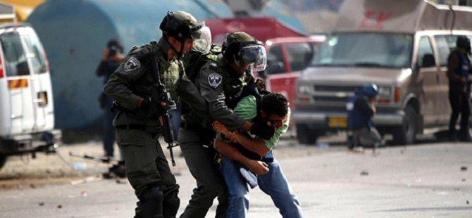 İsrail, 8 Filistinliyi Gözaltına Aldı