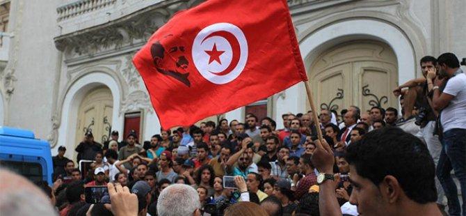 Tunus'taki İç Çekişmeler Hükümeti Zayıflatıyor