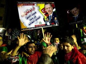AK Parti'ye Zalimlerle Masaya Oturmasını Önerme Basiretsizliği