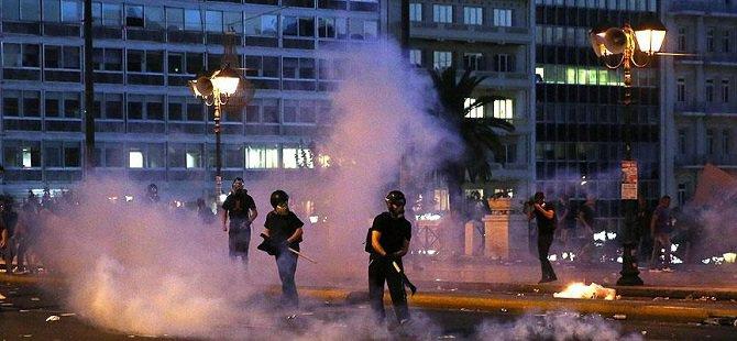 Fransa'da Sığınmacılara Molotof Kokteylli Saldırı