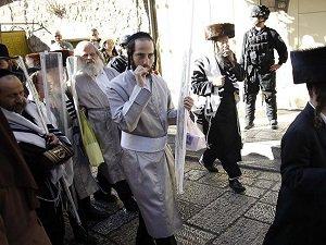Yahudi Yerleşimciler Mescid-i Aksa'nın Avlusuna Girdi