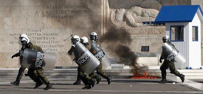 Yunanistan'da Grev Hayatı Felç Etti