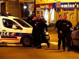 Paris'te Art Arda Bombalı ve Silahlı Saldırılar