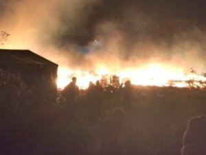 Paris'te Mülteci Kampı Ateşe Verildi