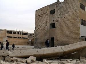 Rusya Suriye'de Bir Okulu Vurdu: 3 Kişi Hayatını Kaybetti!