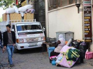 Sur Halkı PKK Baskısından Göç Ediyor