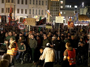 İslâm ve Mülteci Düşmanı PEGIDA'dan Almanya'da Gösteri!