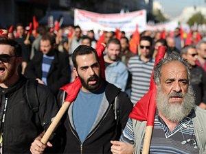 Yunanlı Çiftçiler Atina'da Polisle Çatıştı