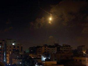 Siyonist İsrail Uçakları Gazze'yi Vurdu