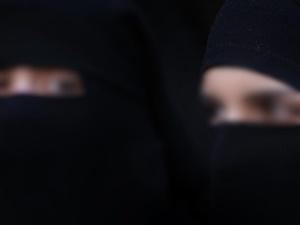 Burka ve Peçeye Sınırlama!