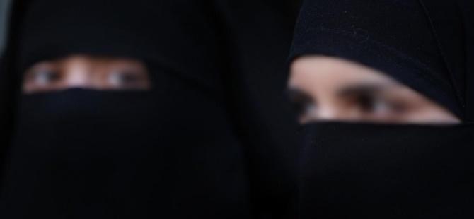 Hollanda'da Peçeli Kadınlara Verilecek Para Cezasını Nida Partisi Ödeyecek