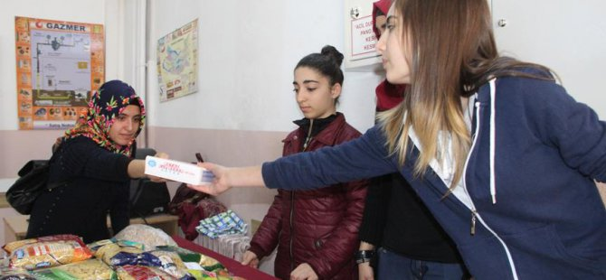 Öğrenciler Suriyeliler İçin 'Gönül Köprüsü' Kurdu