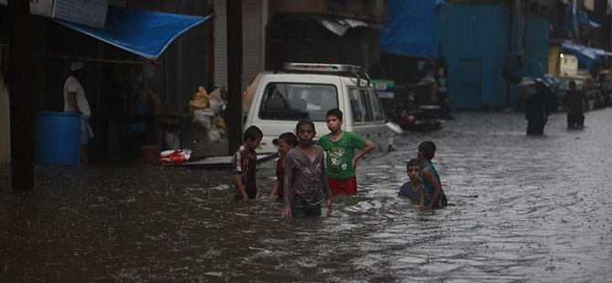 Hindistan'da Şiddetli Yağışlar: 188 Kişi Hayatını Kaybetti