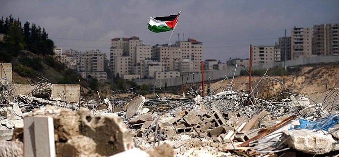 İşgalci İsrail İki Filistinlinin Evini Yıktı!