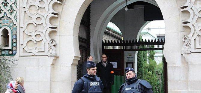 """Fransa'da 3 Cami """"Radikal Söylem"""" İddiasıyla Kapatıldı"""