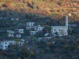 Türkmen Köyleri Bombalarla Harabeye Döndü