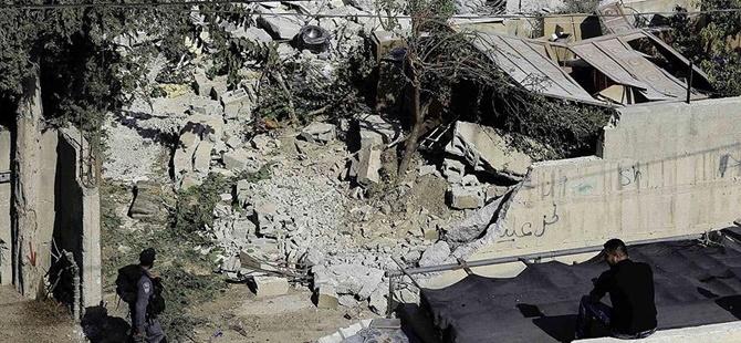 İşgalci İsrail Askerleri Bir Filistinlinin Daha Evini Yıktı!