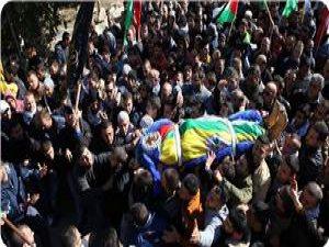 Ramallah Halkı Şehidini Son Yolculuğuna Uğurladı