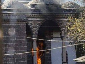 STK'lar Tarihi Camide Yangına Neden Olan PKK'yı Kınadı