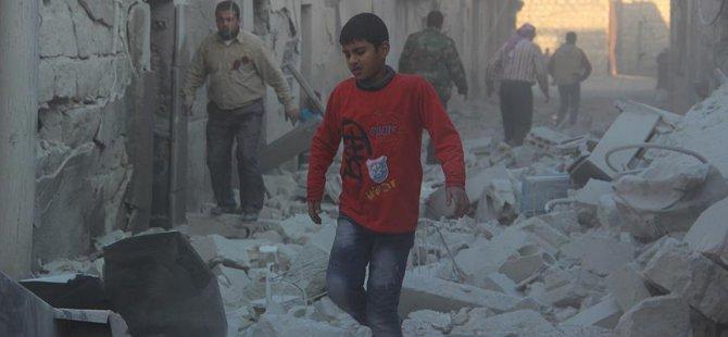 Rus Uçakları Halep'te Yerleşim Yerini Vurdu: 5 Ölü