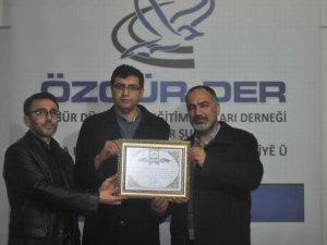 Diyarbakır ve Değerlerini Koruma Derneğinden Özgür-Der'e Plaket!