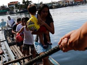"""Filipinler'de """"Melor"""" Tayfunu: 725 Bin Kişi Tahliye Edildi"""