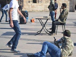Suriyeli Üniversite Öğrencilerinden Savaş Temalı Tiyatro