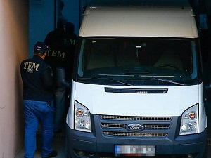 """İzmir'deki """"Paralel Yapı"""" Operasyonunda 10 Tutuklama"""