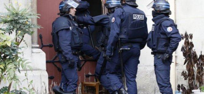 Fransa'da 3 Bin Baskın Yapıldı, 700 Mescid Kapatıldı