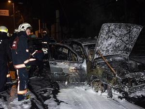 Adana'da 5 Araç Ateşe Verildi