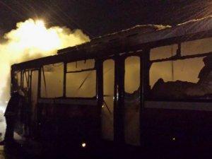 Diyarbakır'da PKK'liler Belediye Otobüsünü Yaktı