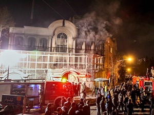 Suudi Arabistan'ın Tahran Büyükelçiliği Binası Ateşe Verildi