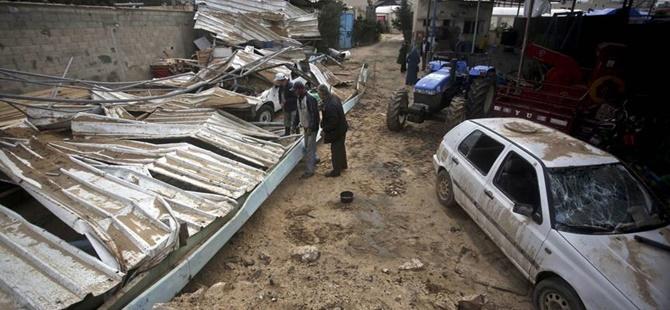 İşgalci İsrail Gazze'de Tarım Araçlarını Vurdu!