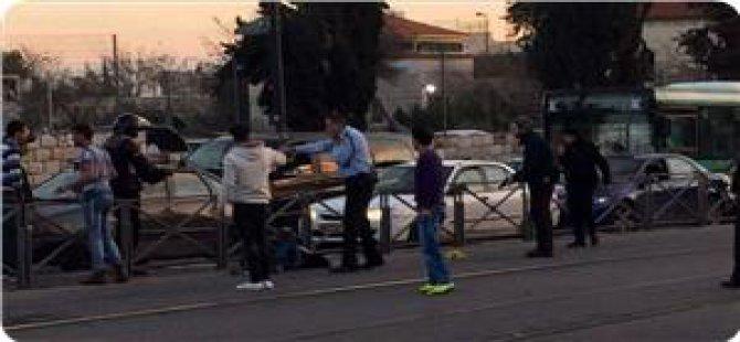 Kudüs'teki Bıçaklama Eyleminde İki İşgal Polisi Yaralandı