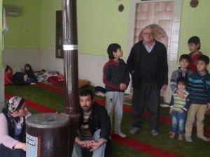 Hendek Zulmünden Kaçan 25 Kişi Camiye Sığındı
