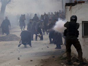 Keşmir'de Muhalif Liderin Cenazesinde Çatışma