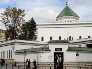 Fransa'da 3 Cami Derneği Kapatıldı