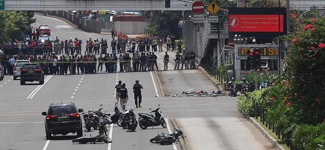 Cakarta'da Bombalı Saldırılar