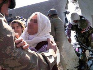 Askerin Kurtardığı Nine PKK'lilere Lanet Okudu