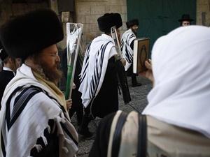 İsrailli Yerleşimciler Mescid-i Aksa'ya Girdi: Müslümanlar Tekbirlerle Tepki Gösterdi