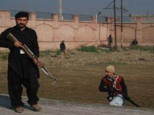 Pakistan Talibanı Üniversite Saldırısını Kınadı